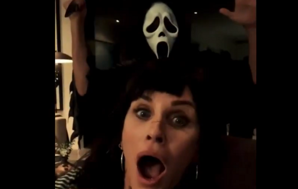 courtney cox celebrate halloween with a scream mask